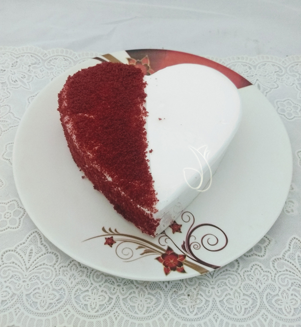 Flowers Delivery in Calcutta1KG Heartshape Red Velvet Cake