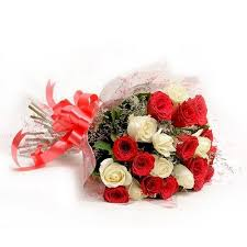 Flowers Delivery in CalcuttaRed & White Roses Bunch