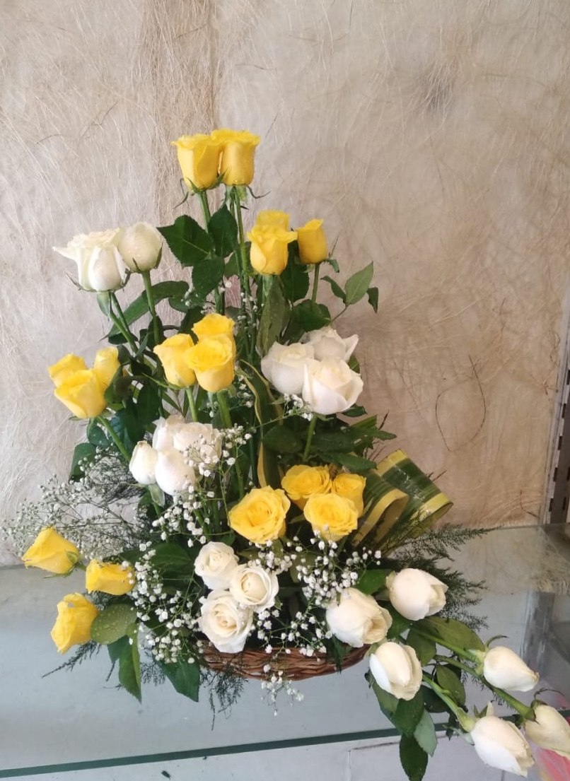 40 White & Yellow Roses One Side Arrangement