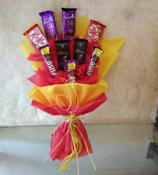 Flowers Delivery in CalcuttaMix Chocolate Bouquet