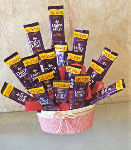 20 Chocolate Arrangement in Rafia Basket (Only For Delhi)