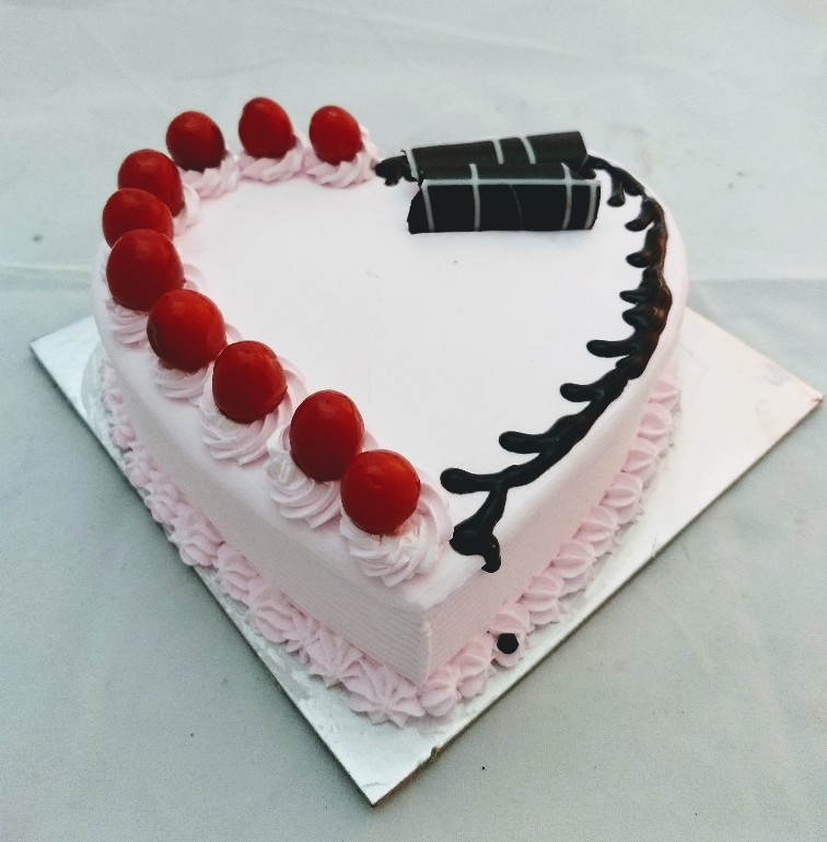 1Kg Strawberry Heartshape Cake