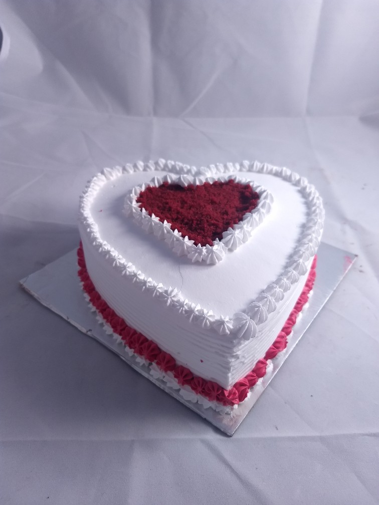 1kg Red Velvet Heartshape Cake