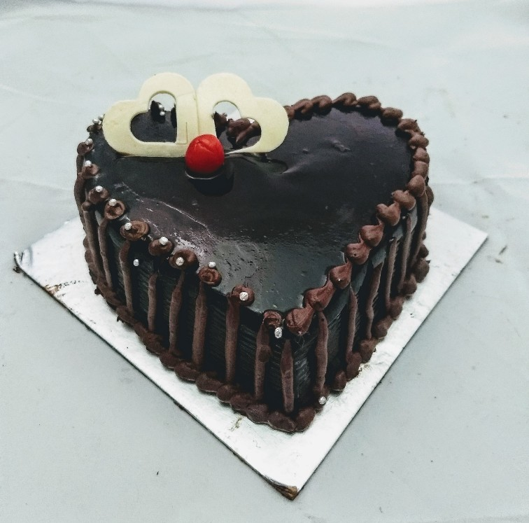 1Kg Heart Shape Chocolate Cake