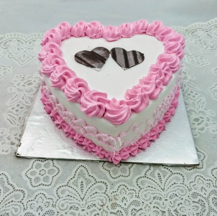 1kg Heartshape Strawberry Cake