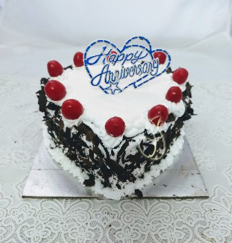 1Kg Heartshape Black Foresty Cake