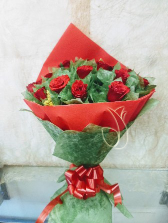 Flowers Delivery in CalcuttaBunch of 25 Red Roses in Red & Green Paper Packing