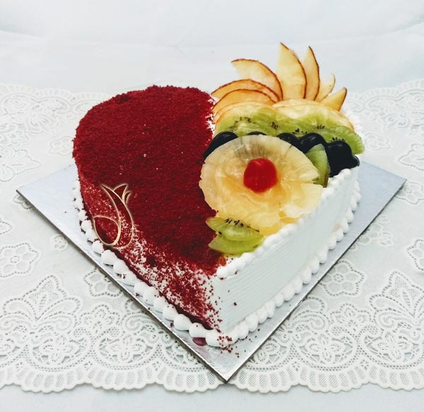 1Kg Heartshape Red Velvet & Fruit Cake