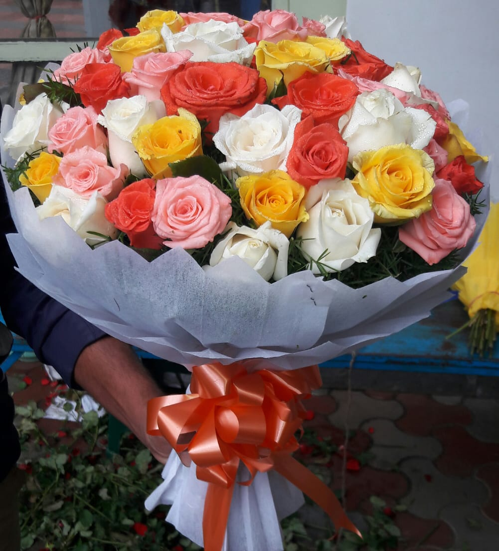 Mix Roses in White Tissue