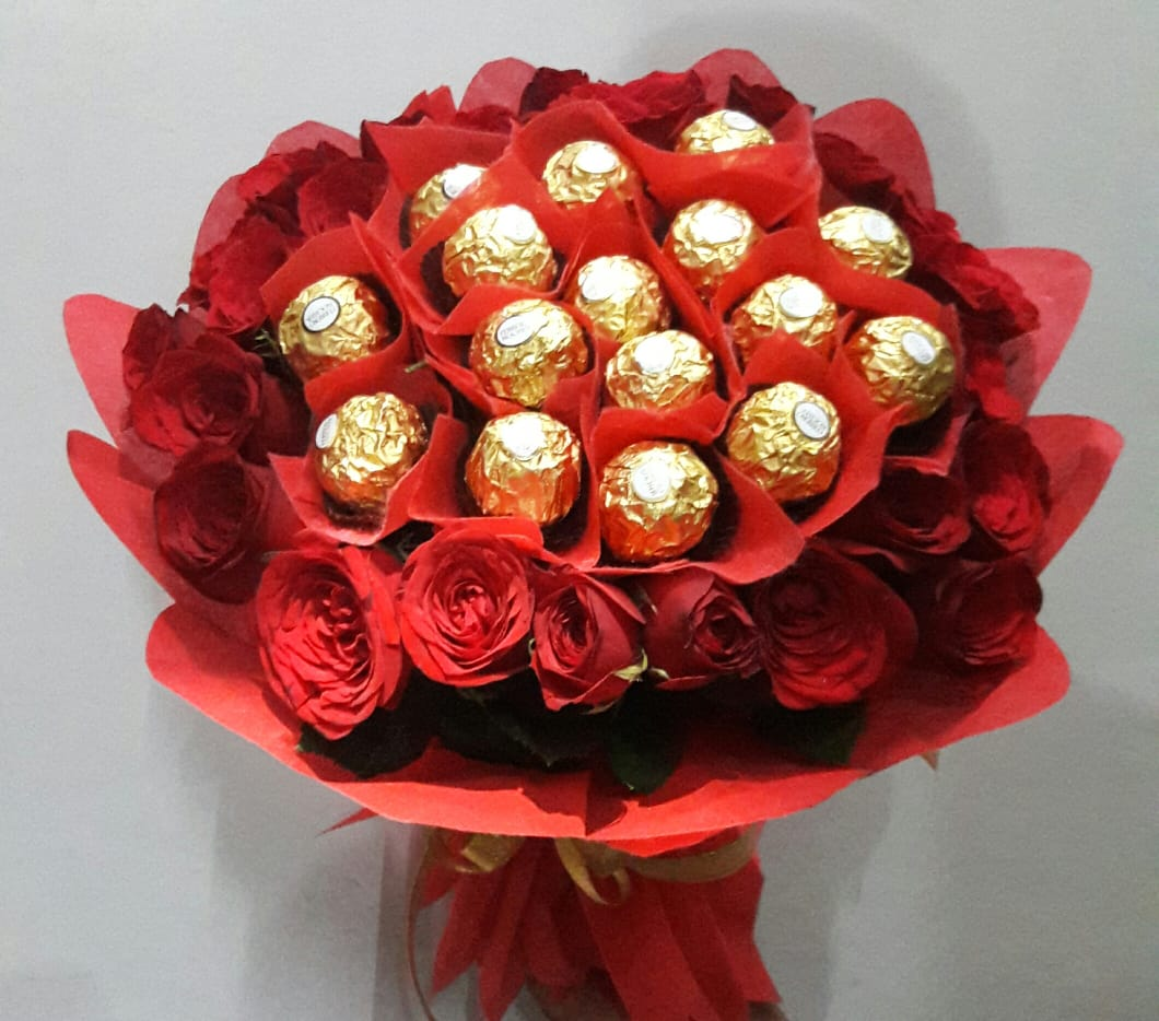 Flowers Delivery in JalandharFerrero Rocher with Roses