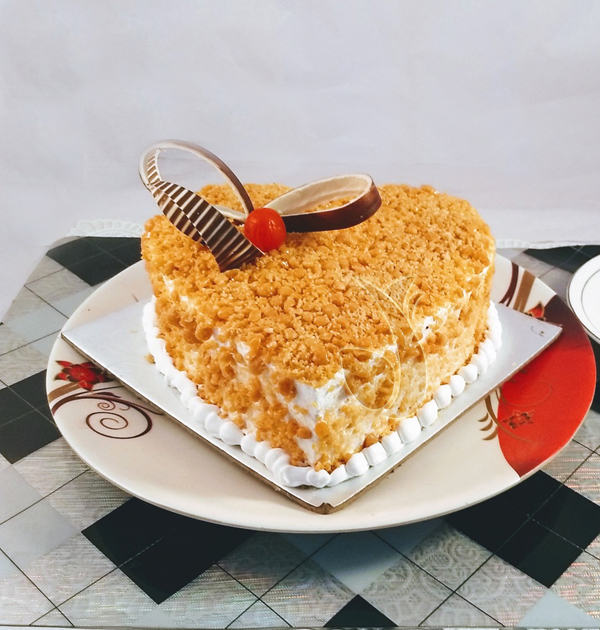 1kg Butter Scotch Heartshape Cake