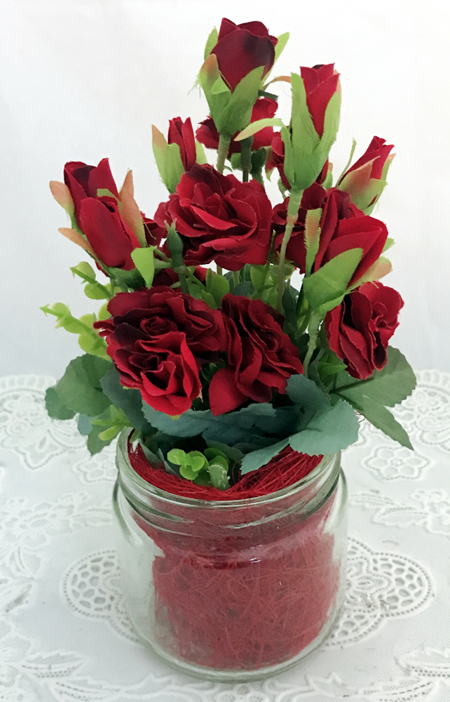 15 Maroon Mini Roses Buds in a Glass Pot (Only For Delhi)