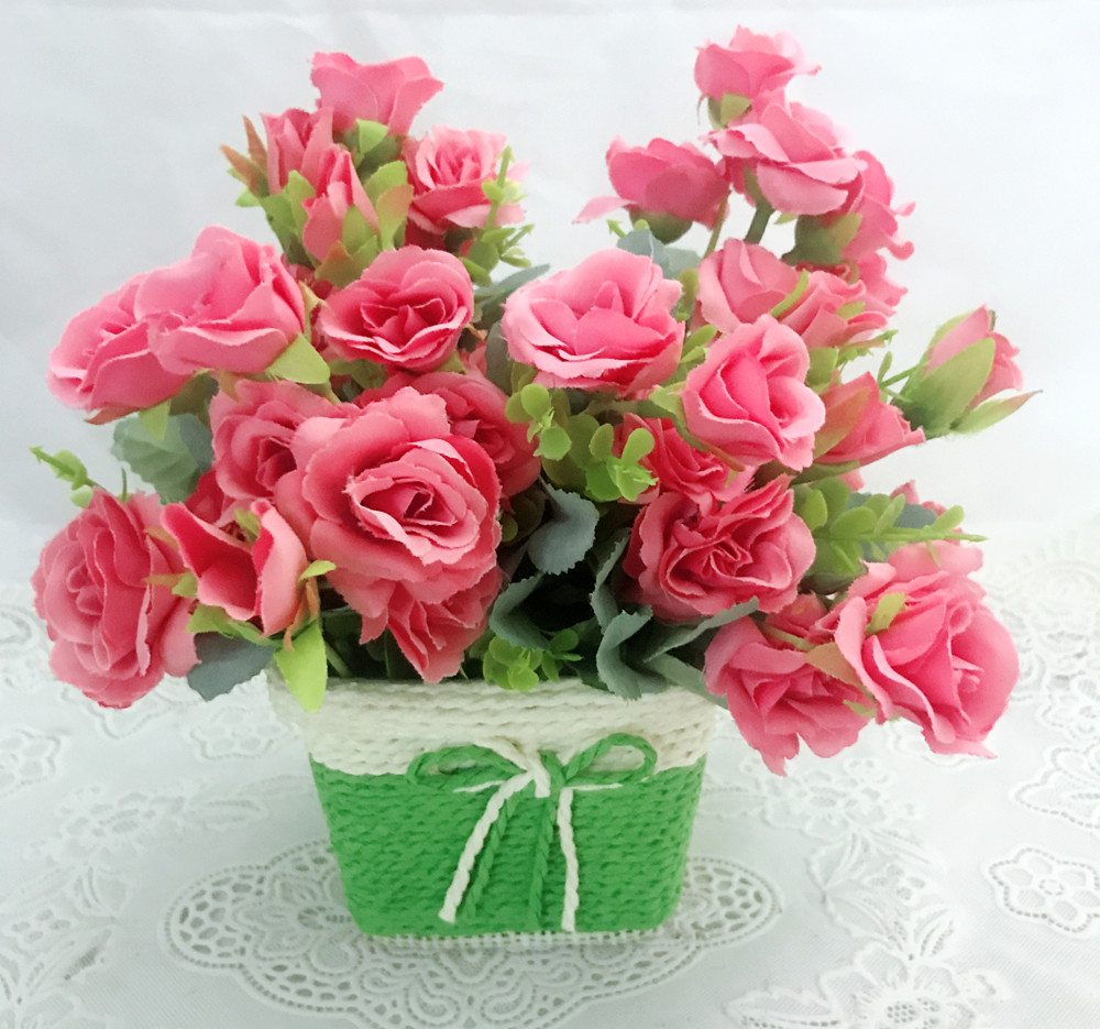 Cute & Small Mini Roses Buds in a Unbreakable Pot (Only For Delhi)