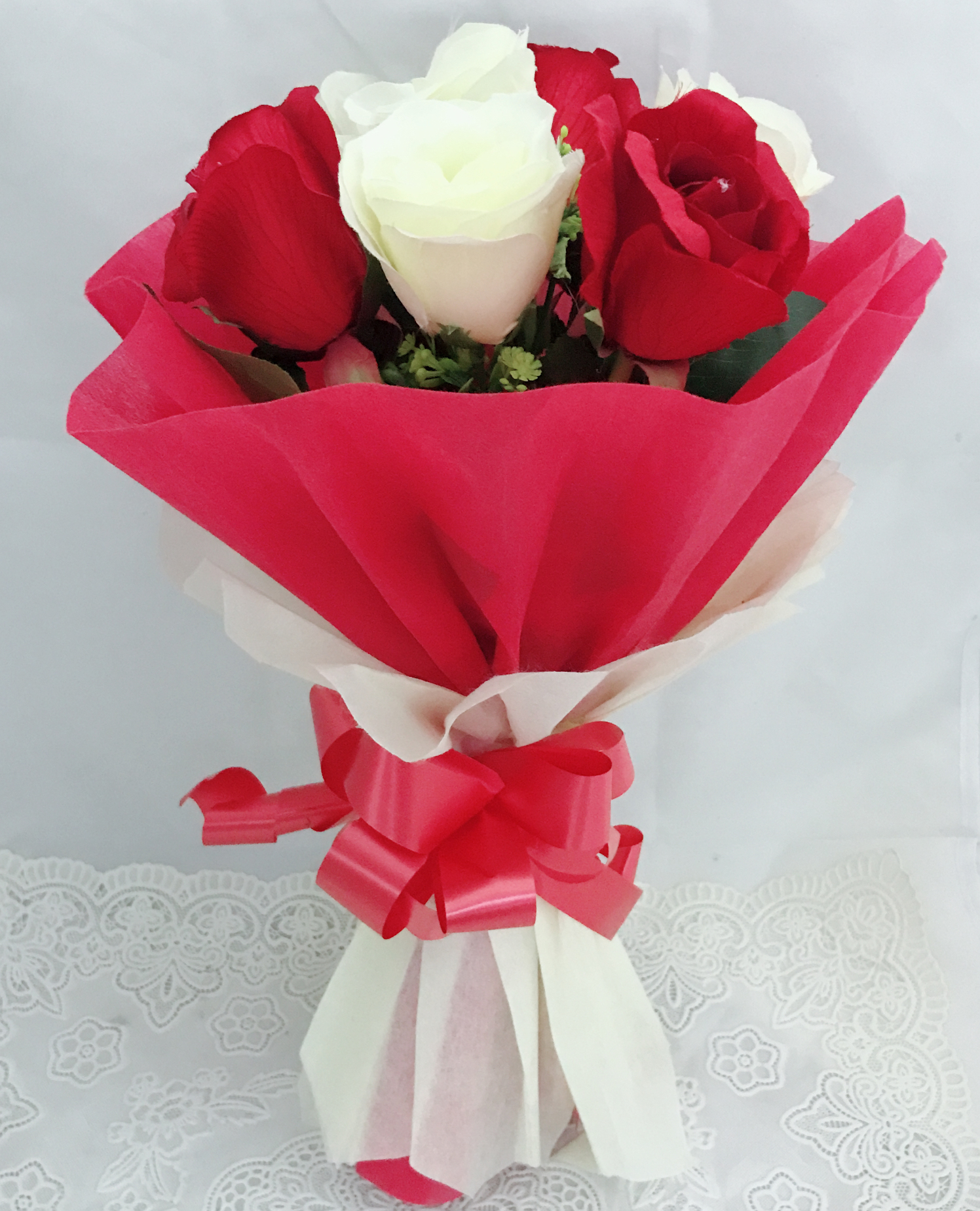 Artificial 4 Red & 4 White Roses Hand Bouquet (Only For Delhi)