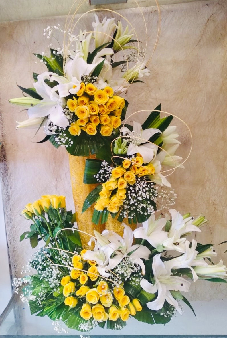 Big Arrangement of 100 Yellow Roses & 10 White Lilys with Some Drysticks