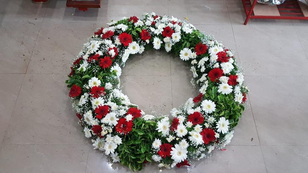 Mix Red & White Flowers Wreath