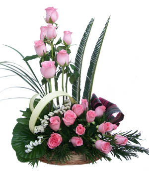 Basket arrangement of 20 Pink Rosesdelivery in Patna